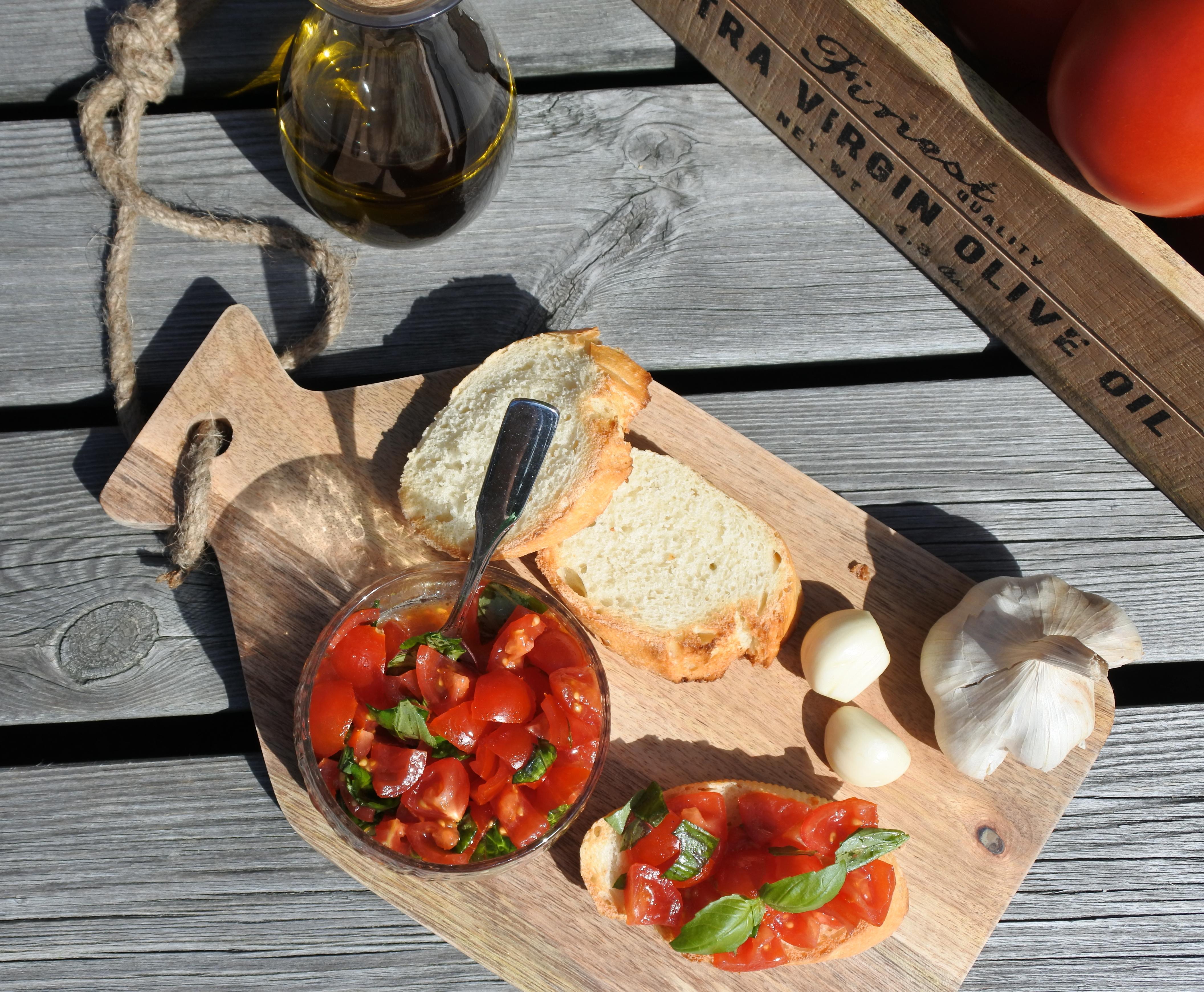 Bruschetta med tomater og basilikum(Bruschetta al pomodoro e basilico)
